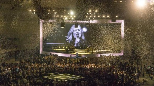 estrella-britanica-rodeado-por-sus-seguidores-durante-concierto-anoche-1464128061399
