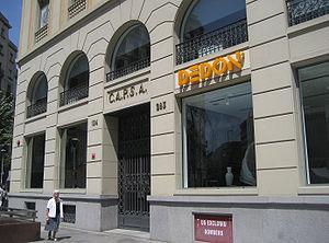 300px-edifici_que_va_acollir_el_teatre_capsa2c_barcelona