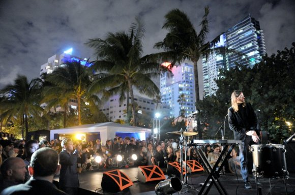 lykke-li-andrew-and-pontus-of-miike-snow-and-bjorn-of-peter-bjorn-and-john-performed-at-the-vanity-fair-moca-beach-party-at-the-raleigh-hotel