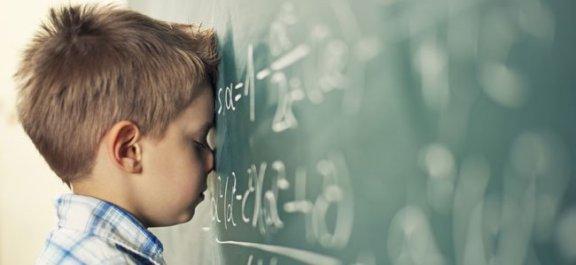 nino-pizarra-colegio-frustracion-p