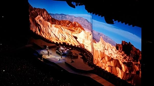 u2-joshua-tree-tour-screen