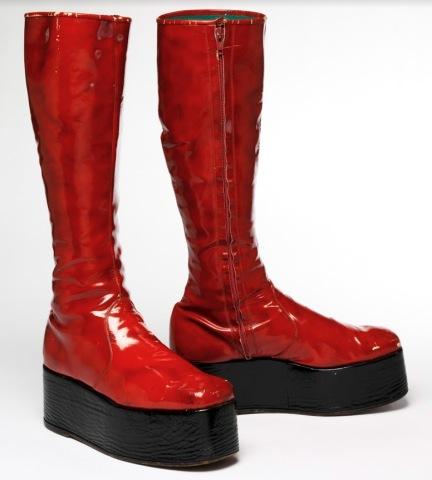 museu-disseny-barcelona-david-bowie-boots