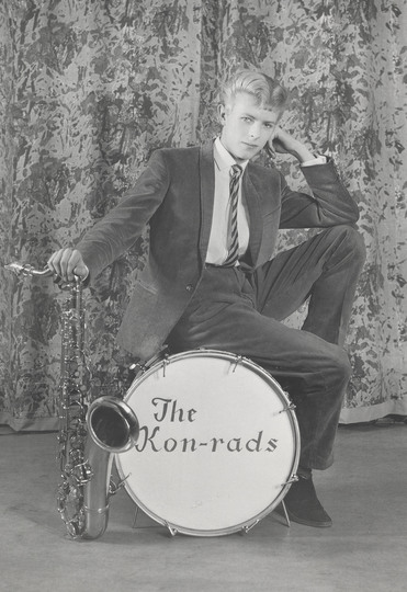 u_48_663845344529_promotional_shoot_for_the_konrads_1963-_photograph_by_roy_ainsworth-_courtesy_of_the_david_bowie_archive_2012-_image__va_images