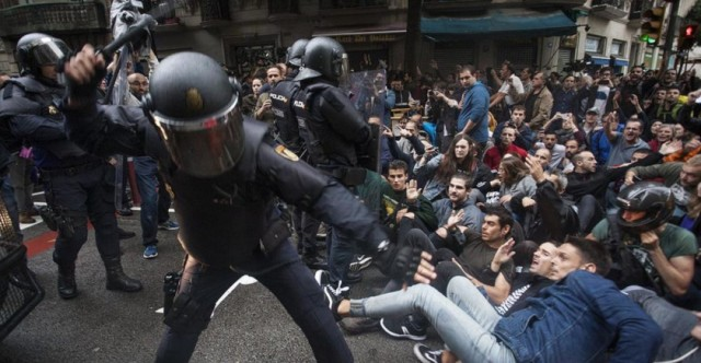spanish-police-attack-catalan-independence-referendum