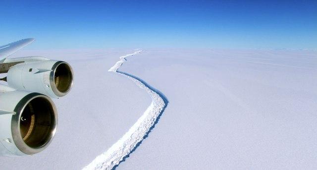 un-iceberg-gigantesco-estc3a1-por-desprenderse-en-la-antc3a1rtida