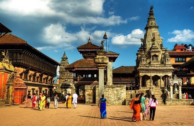 Panoramica-della-Bhaktapur-Durbar-con-il-Vatsala-Durga-Temple-in-primo-piano-Bhaktapur-prima